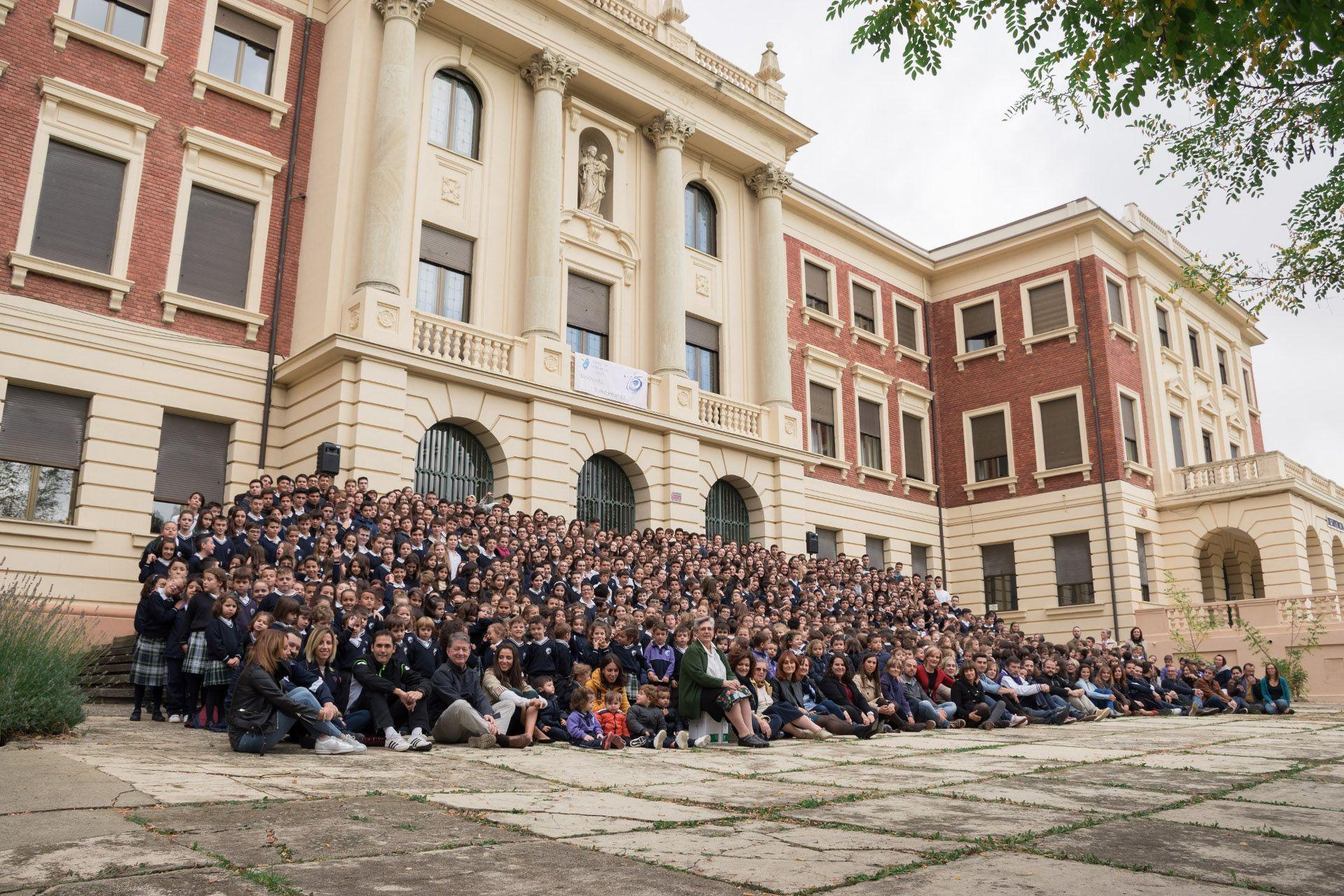 810 alumnos para 75 años